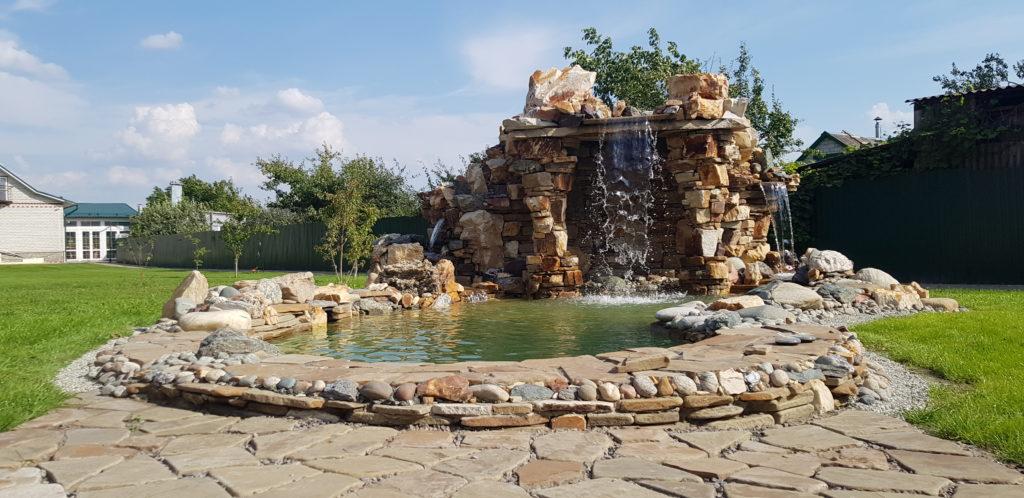 Водопад высотой 3 метра в 3 каскада